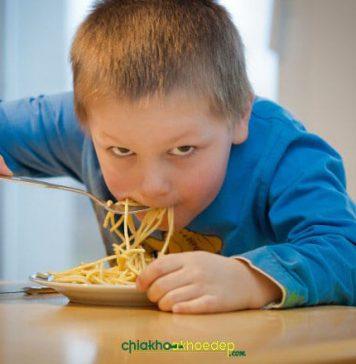 trẻ biếng ăn chậm tăng cân